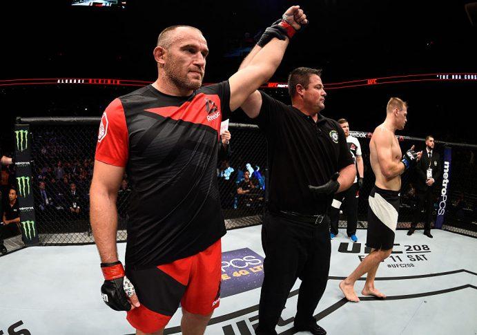 UFCファイトナイト・フェニックス:アレクセイ・オレイニク vs. ビクトル・ペスタ【アリゾナ州フェニックス/2017年1月16日(Photo by Jeff Bottari/Zuffa LLC/Zuffa LLC via Getty Imagess)】