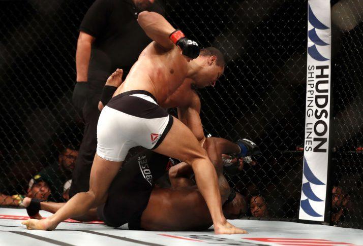 UFC 212:パウロ・ボハシーニャ vs. オルワレ・バンブーシェ【ブラジル・リオデジャネイロ/2017年6月3日(Photo by Jeff Bottari/Zuffa LLC/Zuffa LLC via Getty Images)】