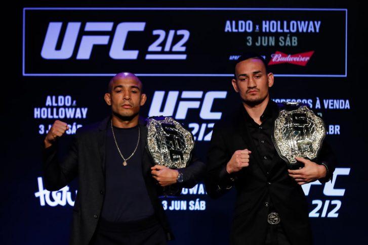 UFC 212:記者会見のフェイスオフに臨んだジョゼ・アルドとマックス・ホロウェイ【ブラジル・リオデジャネイロ/2017年4月11日(Photo by Buda Mendes/Getty Images)】