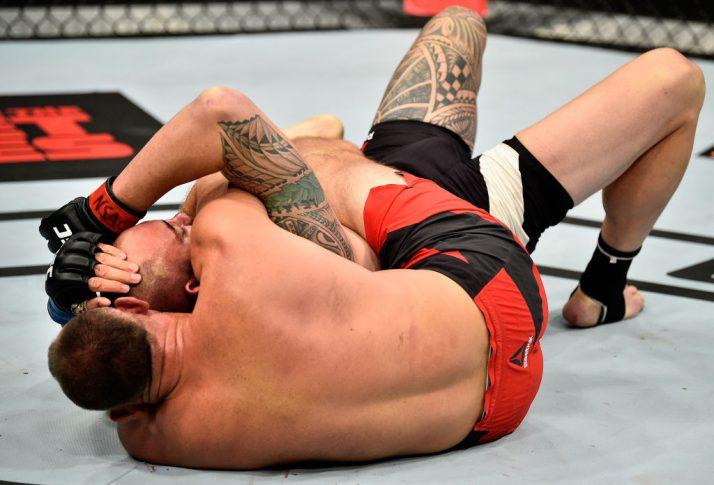 UFC 213:トラヴィス・ブラウン vs. アレクセイ・オレイニク【アメリカ・ネバダ州ラスベガス/2017年7月8日(Photo by Jeff Bottari/Zuffa LLC/Zuffa LLC via Getty Images)】