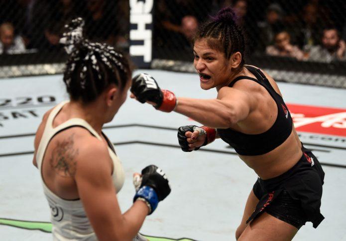 UFC 219:シンシア・カルビーヨ vs. カーラ・エスパルザ【アメリカ・ネバダ州ラスベガス/2017年12月30日(Photo by Jeff Bottari/Zuffa LLC/Zuffa LLC via Getty Images)】