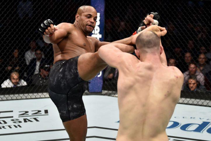 UFC 220:ダニエル・コーミエ vs. ヴォルカン・オーズデミア【アメリカ・マサチューセッツ州ボストン/2018年1月20日(Photo by Jeff Bottari/Zuffa LLC/Zuffa LLC via Getty Images)】