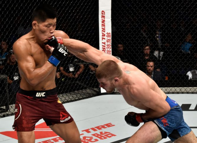 UFC 221:ジェイク・マシューズ vs. リー・ジンリャン【オーストラリア・パース/2018年2月11日(Photo by Jeff Bottari/Zuffa LLC/Zuffa LLC via Getty Images)】