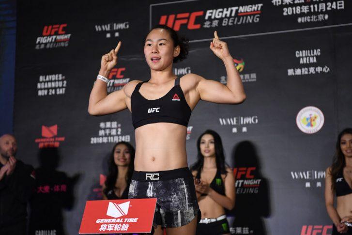UFCファイトナイト北京:公式計量セレモニーに登場したヤン・シャオナン【中国・北京/2018年11月23日(Photo by Jeff Bottari/Zuffa LLC/Zuffa LLC via Getty Images)】