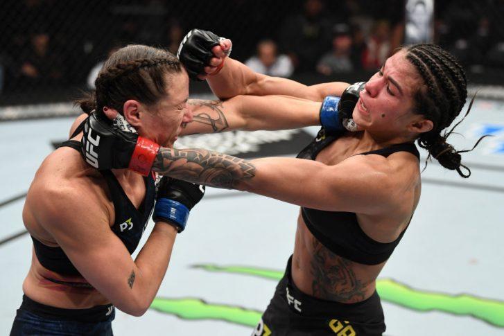 UFC 231:クラウディア・ガデーリャ vs. ニーナ・アンサロフ【カナダ・オンタリオ州トロント/2018年12月8日(Photo by Josh Hedges/Zuffa LLC/Zuffa LLC via Getty Images)】