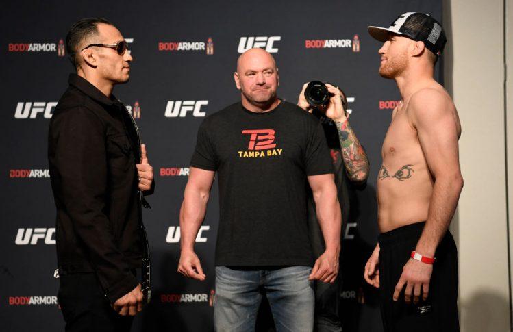 UFC 249:計量後のフェイスオフに臨んだトニー・ファーガソンとジャスティン・ゲイジー【アメリカ・フロリダ州ジャクソンビル/2020年5月8日(Photo by Mike Roach/Zuffa LLC)】
