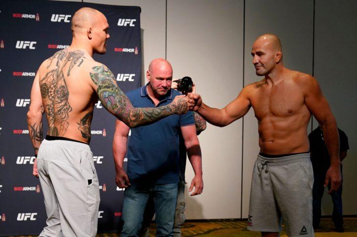 UFCファイトナイト・ジャクソンビル:公式計量後のフェイスオフに臨んだアンソニー・スミスとグローバー・テイシェイラ【アメリカ・フロリダ州ジャクソンビル/2020年5月12日(Photo by Cooper Neill/Zuffa LLC via Getty Images)】