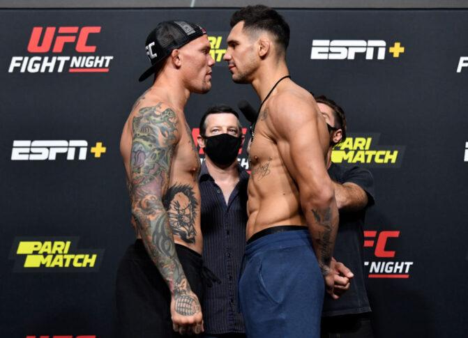 UFCファイトナイト・ラスベガス8:フェイスオフに臨んだアンソニー・スミスとアレクサンダル・ラキッチ【アメリカ・ネバダ州ラスベガス/2020年8月28日(Photo by Jeff Bottari/Zuffa LLC)】