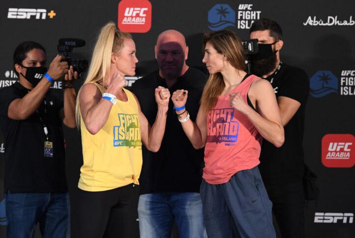 UFCファイトナイト・ファイトアイランド4:公式計量後のフェイスオフに臨んだホリー・ホルムとアイリーン・アルダナ【アラブ首長国連邦・アブダビ/2020年10月2日(Photo by Josh Hedges/Zuffa LLC via Getty Images)】