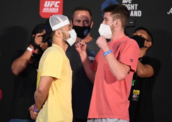 UFCファイトナイト・ファイトアイランド5:フェイスオフに臨んだマルロン・モラエスとコーリー・サンドヘイゲン【アラブ首長国連邦・アブダビ/2020年10月9日(Photo by Josh Hedges/Zuffa LLC)】