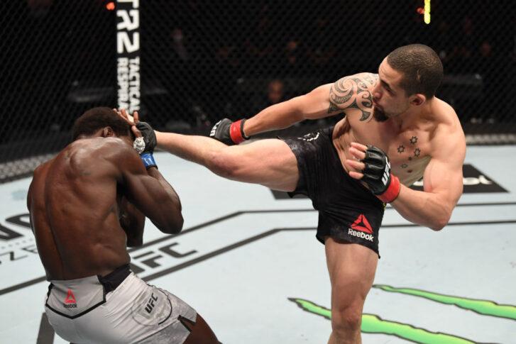 UFC 254:ロバート・ウィテカー vs. ジャレッド・キャノニア【アラブ首長国連邦・アブダビ/2020年10月25日(Photo by Josh Hedges/Zuffa LLC via Getty Images)】
