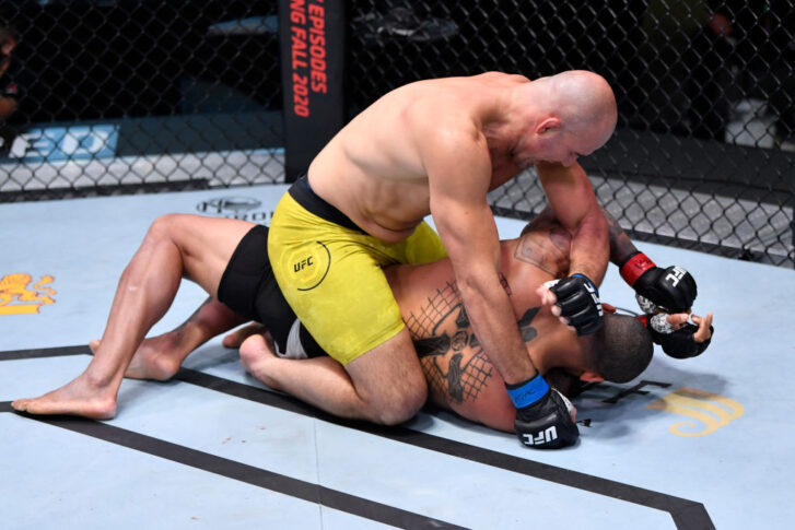 UFCファイトナイト・ラスベガス13:チアゴ・サントス vs. グローバー・テイシェイラ【アメリカ・ネバダ州ラスベガス/2020年11月7日(Photo by Jeff Bottari/Zuffa LLC)】