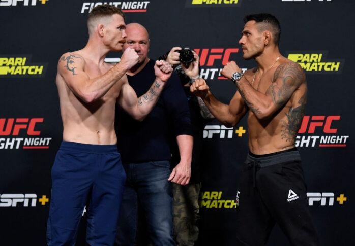 UFCファイトナイト・ラスベガス14:公式計量後のフェイスオフに臨んだポール・フェルダーとハファエル・ドス・アンジョス【アメリカ・ネバダ州ラスベガス/2020年11月13日(Photo by Jeff Bottari/Zuffa LLC via Getty Images)】