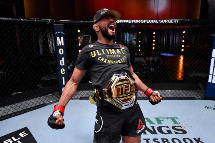 UFC 255:デイブソン・フィゲイレード vs. アレックス・ペレス【アメリカ・ネバダ州ラスベガス/2020年11月21日(Photo by Jeff Bottari/Zuffa LLC)】