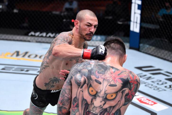 UFC 256:カブ・スワンソン vs. ダニエル・ピネダ【アメリカ・ネバダ州ラスベガス/2020年12月12日(Photo by Jeff Bottari/Zuffa LLC)】