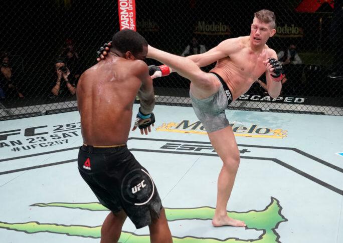 UFCファイトナイト・ラスベガス17:スティーブン・トンプソン vs. ジェフ・ニール【アメリカ・ネバダ州ラスベガス/2020年12月19日(Photo by Cooper Neill/Zuffa LLC)】