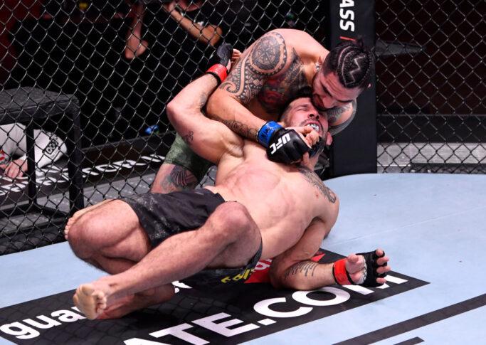 UFC 258:ホドルフォ・ヴィエラ vs. アンソニー・ヘルナンデス【アメリカ・ネバダ州ラスベガス/2021年2月13日(Photo by Jeff Bottari/Zuffa LLC via Getty Images)】