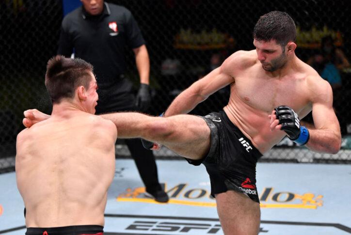 UFCファイトナイト・ラスベガス20:アレクサンダー・ヘルナンデス vs. ティアゴ・モイゼス【アメリカ・ネバダ州ラスベガス/2021年2月27日(Photo by Jeff Bottari/Zuffa LLC)】
