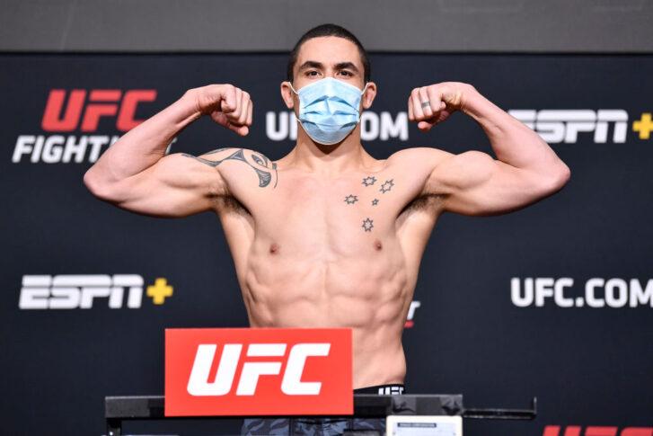 UFCファイトナイト・ラスベガス24:公式計量に臨んだロバート・ウィテカー【アメリカ・ネバダ州ラスベガス/2021年4月16日(Photo by Chris Unger/Zuffa LLC)】
