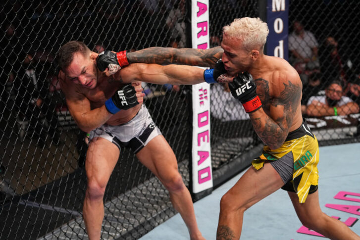 UFC 262:チャールズ・オリベイラ vs. マイケル・チャンドラー【アメリカ・テキサス州ヒューストン/2021年5月15日(Photo by Josh Hedges/Zuffa LLC))】