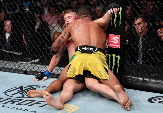 UFC 264:ギルバート・バーンズ vs. スティーブン・トンプソン【アメリカ・ネバダ州ラスベガス/2021年7月10日(Photo by Jeff Bottari/Zuffa LLC)】