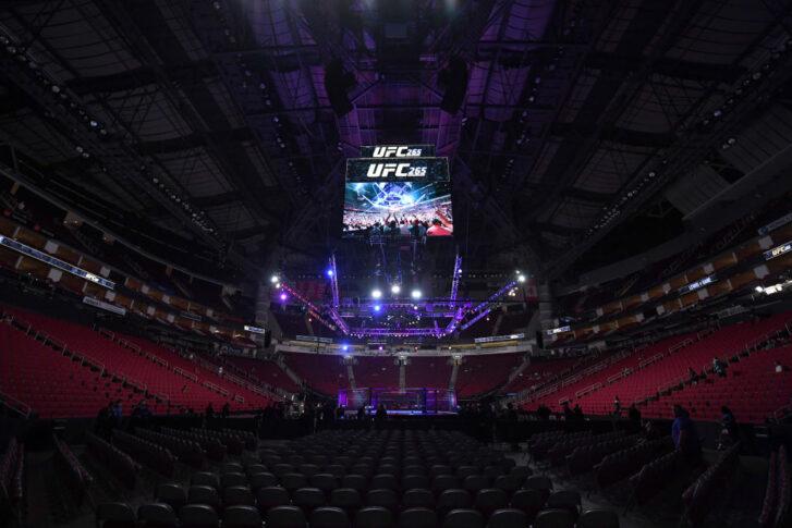 UFC 265:オクタゴン【アメリカ・テキサス州ヒューストン/2021年8月7日(Photo by Josh Hedges/Zuffa LLC)】