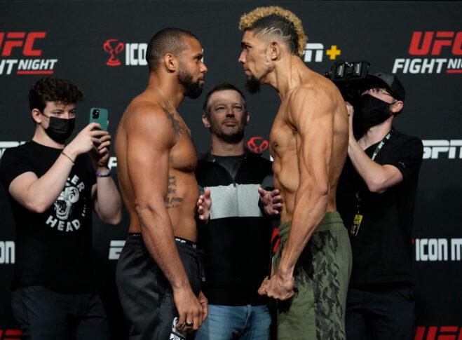 UFCファイトナイト・ラスベガス38:公式計量後のフェイスオフに臨んだチアゴ・サントスとジョニー・ウォーカー【アメリカ・ネバダ州ラスベガス/2021年10月1日(Photo by Jeff Bottari/Zuffa LLC)】